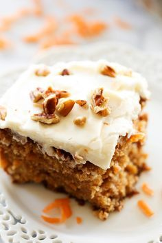 Best Ever Carrot Cake. This Carrot Cake is absolutely DELICIOUS! It has a secret ingredient that helps to enhance its flavor and make it exceptionally moist! This will quickly become a new favorite and will be your go-to carrot cake recipe! Sweet Recipes, Cake Recipes, Dessert Recipes, Dinner Recipes, 13 Desserts, Delicious Desserts, Food Cakes, Cupcake Cakes, Cupcakes