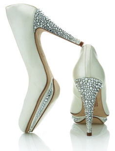 Sparkling rhinestone white wedding shoes