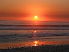 Where to take the Cape Town sunset pictures? See my sunset pictures and read where to watch the most amazing sunsets in Cape Town Sunset Pictures, Beach Pictures, Atlantic Beach Nc, Cape Town South Africa, Amazing Sunsets, Beautiful Sunrise, Places Of Interest, At Least, Sunrises