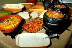 Com a necessidade de se ter um prato típico para Castro, vários empresários do setor turístico, proprietários de restaurantes e convidados se reuniram para criar um prato em 06 de novembro de 1991. O...