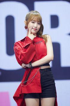 (Credits to the real owner/s) Korean Girl Band, Bts Kim, Yu Jin, Baby Ducks, Japanese Girl Group, Kim Min, Kpop Outfits, Girl Bands, K Idols