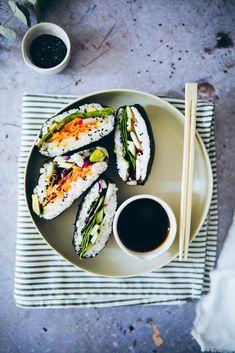 Food Design, Sushi Sandwich, Sandwich Recipes, Japan Sushi, Onigirazu, Sandwiches, I Love Food, Fresh Rolls, Finger Foods