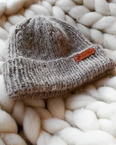 Trendikäs ja helppo pörröpipo Diy Crochet And Knitting, Crochet Ideas, Nature Crafts, Crafts To Do, Diy Crafts, Crochet Accessories, Knit Beanie, Knitting Needles, So Little Time