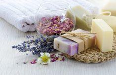 50+ DIY Homemade Soaps that Smell Amazing Diy Savon, Lemon Soap, Honey Soap, Oatmeal Soap, Soap Maker, Homemade Soap Recipes, Home Made Soap, Herbs, Repurpose