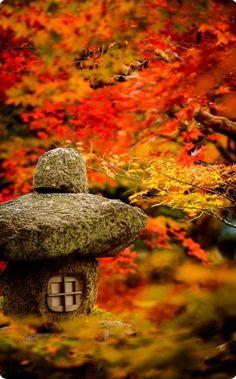 Garden of Enko-ji temple, Kyoto, Japan -- Copyright 2013 Jeffrey Friedl. With a Japanese stone lantern. Design Jardin, Garden Design, Japan Garden, Garden Park, Garden Bridge, Japanese Landscape, Japanese Gardens, Japanese Plants, Japanese Nature