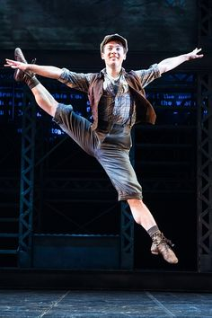 Hogan Fulton dancing in Newsies
