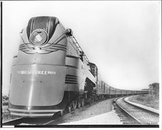 The Hiawatha locomotive in 1938 Vintage Trains, Vintage Air, Diesel Locomotive, Steam Locomotive, Milwaukee Road, Camera Art, Choo Choo Train, Streamline Moderne, The Great Escape