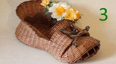Третья часть видео про плетение башмака-корзинки из газетных трубочек рассказывает о необычной тонировке с переходом, покраске лаком и украшении цветами. Изг...