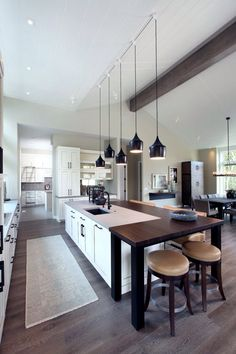 Modern Eat-In Kitchen Ideas (Kitchen design ideas in Decoration, Lighting, and Remodeling for eat-in kitchen style) Eat In Kitchen, Kitchen Dining, Dining Room Table Decor, Dining Rooms, Dining Area, Contemporary Kitchen Design, Kitchen Photos, Kitchen Ideas, Transitional Kitchen