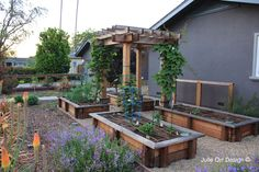 really like the design of these raised beds - and the vertical accent of the pergola in the center is pretty sweet too!