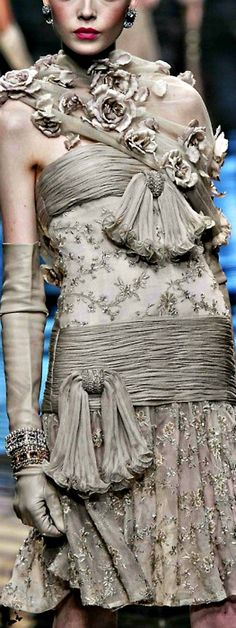 Valentino - Hoe hou jy van die kleur? Ek het toevallig'n baie mooi en erge 3d lace in die kleur gesien in my gesoek.