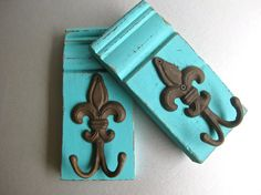 These turquoise fleur de lis wall hooks are so cute! Do It Yourself Decorating, Do It Yourself Furniture, Wooden Corbels, Wood Crafts, Diy Crafts, Towel Hooks, Wood Plaques, Wood Trim, Weathered Wood