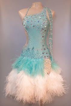 Turquoise latin ballroom dress eDanceMarket - Buy and rent dancewear. Latin Ballroom Dresses, Ballroom Costumes, Ballroom Dance Dresses, Latin Dresses, Dance Costume, Dresses For Teens, Nice Dresses, Baile Latino, Salsa Dress