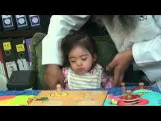تدريب مهارة القبض على الاشياء للطفلة ريم مع اسامة مدبولي