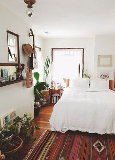 I have been following Emily Katz on instagram for a while now and the pictures she posts of her home are always so inspiring that it deserves a full tour. Emily is one of those women who can do anythi #BohemianBedrooms