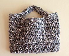 Cartera en crochet de material reciclado y algodón por CBDesignsPR, $65.00