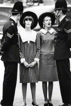 Norman Parkinson, Melanie Hampshire with Jill Kennington,1963