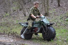 The best foldable fat-wheel Russian motorcycle you'll see all day Mini Motorbike, Mini Bike, Motogp, Russian Motorcycle, Sv 650, Sport Fishing Boats, Car Trunk, Off Road Camper, Old Tractors