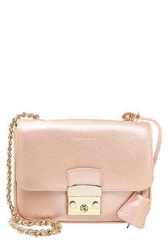 b237625bfdd884 Mit dieser Tasche bist du stilsicher unterwegs! Coccinelle MARGO -  Umhängetasche - candy rose für