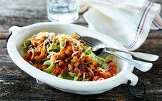 Pasta med aubergine og oliven Pasta med cremet tomatsauce og masser af smagfulde grøntsager - sund og lækker mad på ingen tid.