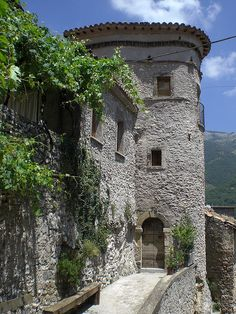 Castel di Tora, Rieti. #lazio #landscape #italy #italia #rome #roma #rieti #latium #castel_tora
