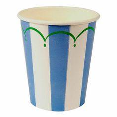 Vores skønne serie med blå striber - perfekt til barnedåb eller drengefødselsdagen. Serien indeholder papkrus, paptallerkener samt servietter. Vi har tilføjet andre festartikler som matcher serien med blå striber - så her er rig mulighed for at skabe et fantastisk flot look. #børnefødselsdag #blå striber #engangsservice
