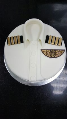 Pilots emirates ✈✈✈ Cake Icing, Eat Cake, Cupcake Cakes, Beautiful Cakes, Amazing Cakes, Ironman Cake, Shirt Cake, Airplane Party, Pilot Gifts