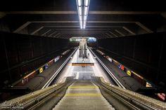 Wien: Die Ästhetik der U-Bahn - Reiseblog von Christian Öser U Bahn, Basketball Court, Central Station, Architecture