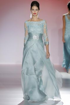 Light green prom dress with lace bodice. Quinceanera Dresses, Prom Dresses, Formal Dresses, Wedding Dresses, Beautiful Gowns, Beautiful Outfits, Elegant Dresses, Pretty Dresses, Mother Of Groom Dresses