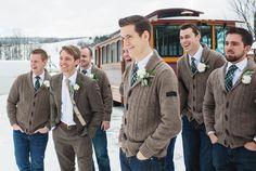 Noivo e padrinhos na sessão de foto do casamento #inverno