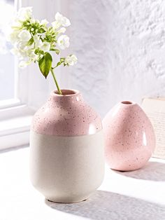 Made from high quality earthenware with a dip-glazed finish, our weighty block vase has a textured unglazed base and a speckled finish blush top. Fill with a singular bud and sit on your mantelpiece, shelves or windowsill and team with our Blush Egg Vase to add a hint of colour to your home.