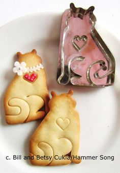 Hammer Song Cat with Heart Tin Cookie Cutter