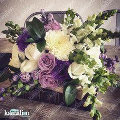 www.kamalion.com.mx - Decoración / Centros de Mesa / Morado / Purple / Lilac & White / Vintage / Rustic Decor / Wedding / Boda / Centerpiece / Blanco / Books / Libros.