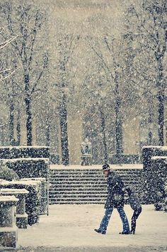 a snow day in Paris