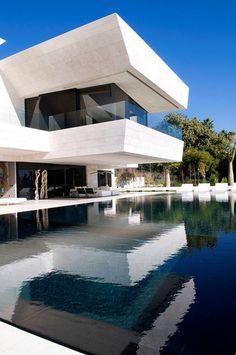 I'd actually go to Marbella if I could stay here! Vivienda Unifamiliar en Marbella / A-cero Cantilever Architecture, Modern Architecture House, Beautiful Architecture, Architecture Design, Bauhaus Architecture, Water Architecture, Spanish Architecture, Minimalist Architecture, Minimalist Interior