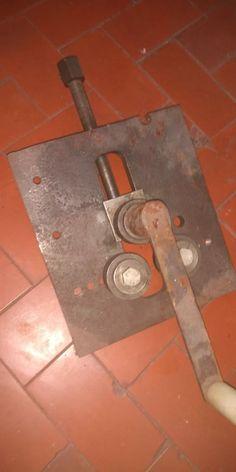 Metal Bending Tools, Metal Working Tools, Metal Tools, Metal Projects, Welding Projects, Homemade Tools, Diy Tools, Sheet Metal Bender, Metal Fabrication Tools
