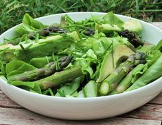 Low in calories, high in vitamins and fiber, this powerful veggie is worth reaching for when you're trying to lose weight or want a boost of antioxidants Asparagus Recipe, Celery, Spinach, Vitamins, Lose Weight, Low Carb, Salad, Vegetables, Amazing