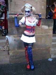 Character: Harley Quinn (Dr. Harleen Quinzel) / From: Warner Bros. Interactive Entertainment's 'Batman: Arkham Asylum' Video Game / Cosplayer: Skunk Cosplay (aka MadameSkunk)