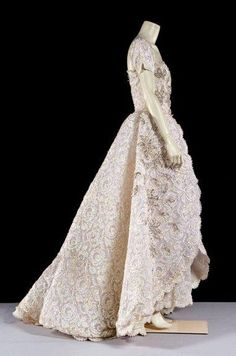 Nina RICCI Haute couture, circa 1990 broderies réalisées par la maison