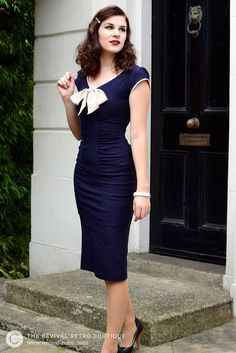 Vintage Blogger RetroCat wears a blue retro pencil dress by Stop Staring.