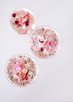 Lavender, Rosewater, and Hibiscus Spritz Cocktail — A Fabulous Fete - Food: Veggie tables Happy Hour, Mason Jar Crafts, Mason Jar Diy, Cocktail Decoration, Purple Cocktails, Pink Cocktails, Summer Cocktails, Cheers, Rum
