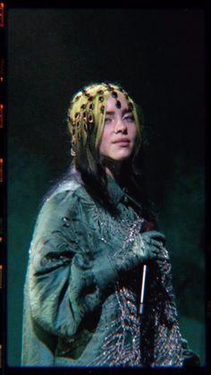Dark Background Wallpaper, Dark Backgrounds, Celebrity Singers, Billie Eilish, Jon Snow, Celebrities, Live, Artist, Baby