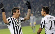 Le pagelle di Juventus-Fiorentina 3-1 Ecco le pagelle del match della 16° giornata di Serie A tra Juventus e Fiorentina. La Juventus esce trionfante per 3-1 dallo Stadium grazie ai gol di Cuadrado, Mandzukic e Dybala. Bene Evra, un po' s #juventus #pagelle #seriea #calcio