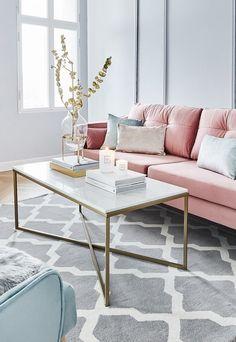 Wir lieben Marmor! Mit dem Marmor Couchtisch Antigua sorgst Du für ein elegantes Highlight in Deinem Wohnzimmer. Dekoriert mit Kerzenschein, einer wunderschönen Glasvase und Coffee Table Books wird der Couchtisch zum absoluten Eyecatcher! // Wohnzimmer Ideen Teppich Sofa Couchtisch Dekoration Kissen Deko #WohnzimmerIdeen #Sofa