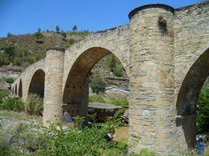 Puente gótico de VilomaraPuente gótico de Vilomara está situado en la localidad de Pont de Vilomara, en la comarca del Bages en Barcelona, originalmente romano llamado puente de Villa Amara