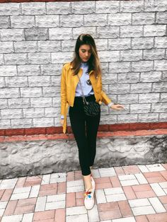 Yellow jacket outfit inspiration