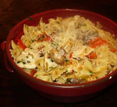 Garlic Chicken with Bow Tie Pasta. The girls LOVE bow tie pasta. Garlic Chicken Pasta, Chicken Mushroom Pasta, Other Recipes, Great Recipes, Favorite Recipes, Yummy Recipes, Copycat Recipes, Dinner Recipes, Recipes
