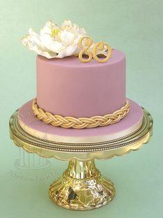 Birthday cake with fondant and sugar flower - Cake Ideas - . 90th Birthday Cakes, Pretty Birthday Cakes, Birthday Cakes For Women, 90 Birthday, Wedding Cake Decorations, Cake Images, Pie Cake, Sugar Flowers, Purple Flowers