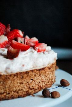 Det står nede i kommentarerne. Fruit Recipes, Cake Recipes, Cooking Cookies, Norwegian Food, Danish Food, Love Cake, Yummy Cakes, No Bake Cake, Sweet Tooth