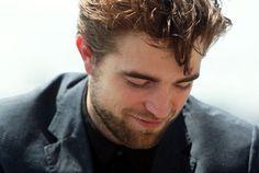 Lihat disini, aku temukan sesuatu yang menarik!. Bertemu dengan Kristen Stewart, Robert Pattinson Merasa Gerogi, coba lihat!